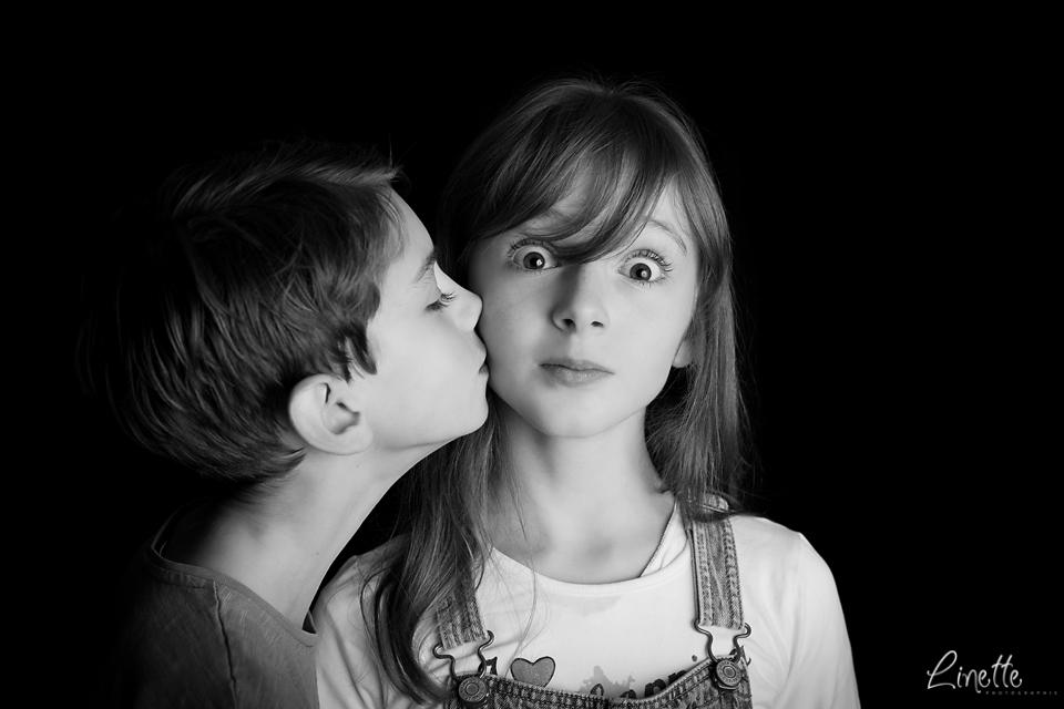 Linette Photographie - Enfants sur fond noir